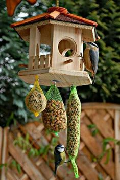 50 Creative Ideas to make DIY Bird Feeder in your Home Yard Kreative DIY Vogelhäuschen Ideen 27