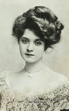 Billie Burke, aka Glinda the Good Witch.
