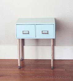 Reuse & Recycle: 5 DIY Metal Side Table MakeoversThe Paper Mama found a… Diy Garden Furniture, Repurposed Furniture, Painted Furniture, Do It Yourself Food, Metal Side Table, Side Tables, Diy Organisation, Cabinet Makeover, Reuse Recycle