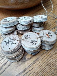 Christmas DIY: Wood Burned Snowman Wood Burned Snowman Christmas Ornaments by BurnwoodCreations Clay Christmas Decorations, Funny Christmas Ornaments, Christmas Wood Crafts, Rustic Christmas, Diy Christmas Gifts, Christmas Projects, Simple Christmas, Holiday Crafts, Snowman Ornaments