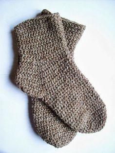 Ich hatte euch ja versprochen zu erklären, wie man Socken nadelbindet.  Hier nun die Informationen sowie eine Anleitung.   Socken sind e...