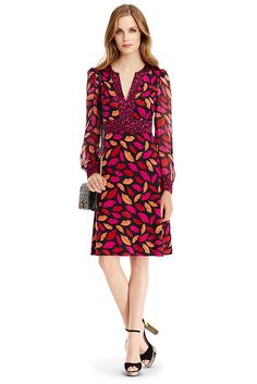 The DVF Leyah Combo is a bold feminine look in our midnight kiss print. Silk jersey body with chiffon sleeves in various print scales. With ruching at the shoulder, v-neck front with banded edge, and an easy flared skirt. Slip on style. Falls above the knee.
