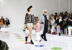 Finale from the Cruise 2015/16 show. #ChanelCruiseSeoul See more photos on http://chanel-news.com/-cruise-2015-16