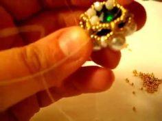 Materiale: 6 perle da 8 mm colore bianco 1 rivoli da 18 mm Dark Moss Green 6 superduo colore white luster 6 superduo colore Matte Metallic Flax Rocailles 11/...