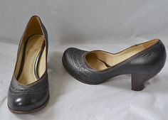 Show some shoe love with these Ladies Clarks Brown Court Shoe