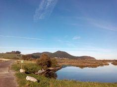 07/11/15 Hoy hace un día espléndido para disfrutar de Santoña y de sus recursos y paisajes naturales: aquí os dejamos una foto del inicio de la ruta de la marisma, una ruta perfecta para dar un paseo en familia. ¡Santoña te espera!