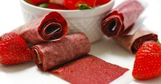 Homemade strawberry fruit roll-ups fruit roll ups, strawberry fruit, healthy fruits, Fruit Chews, Fruit Roll Ups, Chicken And Shrimp Recipes, Strawberry Fruit, Snack Video, Healthy Fruits, Healthy Snacks, Budget Meals, Smoothie Recipes