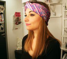 Découvrez nos 6 tutos coiffures tendances et faciles à réaliser pour masquer votre frange devenue un peu trop longue. Focus : le turban