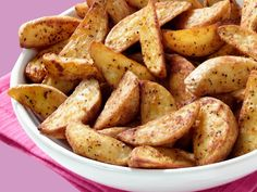 This Is the Best (and Only) Way to Make Potatoes in Your Air Fryer Leftover Mashed Potatoes, Cheesy Potatoes, Skillet Meals, Skillet Recipes, Air Fryer French Fries, French Fries Recipe, Oven Roasted Potatoes, Cast Iron Recipes, Cast Iron Cooking