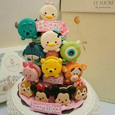 Les tags les plus populaires pour cette image incluent : disney, cake, food et sweet