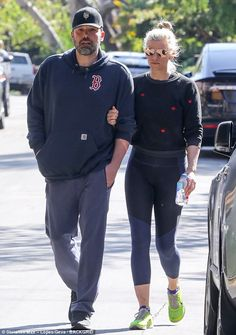 Ben Affleck enjoys stroll with girlfriend Lindsay Shookus  His estranged wife Jennifer Garner was spotted spending time with a mystery man on Sunday.  And days later Ben Affleck enjoyed a stroll with his girlfriend Lindsay Shookus in Los Angeles.  The 45-year-old actor donned a Boston Red Sox hoodie with a baseball cap and track bottoms during their Friday outing.  Scroll down for video  Close:Ben Affleck enjoyed a stroll with his girlfriend Lindsay Shookus in Los Angeles on Friday  The…
