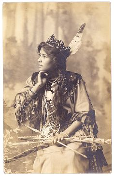 Historic Iroquois and Wabanaki Beadwork: Goldie Jamison Conklin, a Seneca from the Allegany Reservation ..*