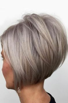 37 Hot Looks With A Short Bob Haircut Silver Inverted Bob With Overlapping Long Layers Inverted Bob Hairstyles, Short Inverted Bob Haircuts, Graduated Bob Haircuts, Short Bob Cuts, Layered Bob Short, Best Bob Haircuts, Stacked Bob Hairstyles, Layered Bobs, Short Bobs