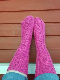 Niina Laitisen Villasukkien vuosi kirjasta sunnuntaisin High Socks, Fashion, Moda, Thigh High Socks, Fashion Styles, Stockings, Fashion Illustrations