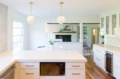 A gleaming white modern kitchen plays host to family meals and entertains guests in a bright and inviting space featuring CliqStudios cabinets. 1960s Kitchen, Mid Century Modern Kitchen, New Kitchen, Brass Kitchen, Kitchen Ideas, Peninsula Kitchen Design, Kitchen Island, Built In Furniture
