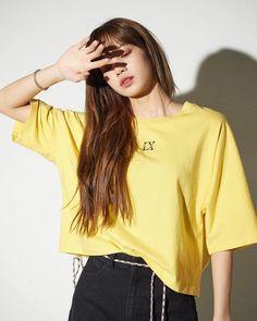 Your source of news on YG's current biggest girl group, BLACKPINK! Kpop Girl Groups, Korean Girl Groups, Kpop Girls, Blackpink Lisa, Kim Jennie, Mode Kpop, Lisa Blackpink Wallpaper, Kim Jisoo, Black Pink Kpop