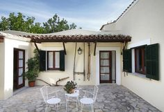 Villa Can Puig Petit is in a quiet countryside area near to Pollensa golf course and just a short drive from Pollensa Old Town. It is separated from two neighbouring villas by a large expanse of lawn and brush fencing, but in any case the villa remains independent and secluded, and has its own privacy.  The villa has a swimming pool with roman steps, and is set set in a beautiful sun terrace, close to a garden with great views. There is also a lovely shaded dining terrace plus a delightful…