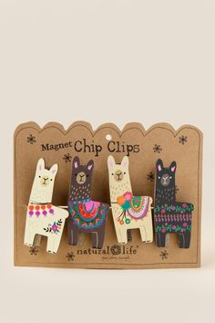cute llama clips for bags and party favors! Alpacas, Alpaca Illustration, Choses Cool, Diy And Crafts, Arts And Crafts, Llama Gifts, Deco Nature, Cute Pins, Pin And Patches