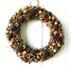 Articoli simili a Nut, Pinecone & Seed Wreath su Etsy
