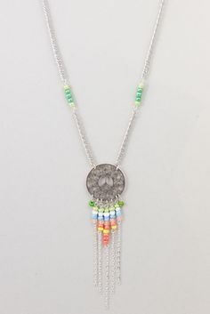 "Collier Sautoir Printemps Ethnique ""Peace and Love"" Vert et Corail : Collier par odydonc"
