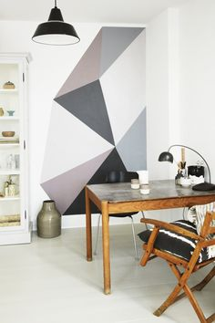 Small dining corner with a cool graphic wall-art in soft colours.