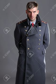 15976938-portrait-of-Russian-military-officer-in-greatcoat-Stock-Photo.jpg (866×1300)