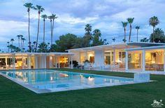 A Mid-Century, White, Palm Springs Oasis John Porter Palm Springs mid-century pool Palm Springs Häuser, Palm Springs Style, Palm Springs California, California Usa, Southern California, Palm Springs Mid Century Modern, Moderne Pools, Modern Homes For Sale, Casa Clean