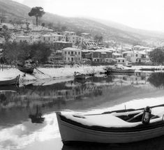 ergaster: Τάκης Τλούπας #ελλαδα - falim Winter Wonderland, Vintage Photos, Boat, Black And White, Photography, Memories, Memoirs, Dinghy, Photograph