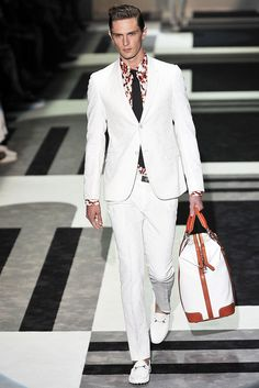 See the complete Gucci Spring 2010 Menswear collection.