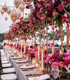 Gorgeous wedding centrepieces for your wedding day. How to decorate your wedding with elegant wedding centrepieces. Wedding Table Planner, Best Wedding Planner, Wedding Planners, Dream Wedding, Wedding Day, Wedding Venues, Luxury Wedding, Floral Wedding, Wedding Flowers