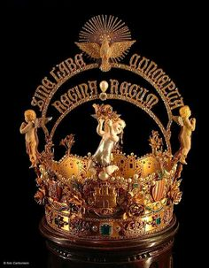 - Corona de la Virgen de los Reyes . Catedral de Sevilla , Andalucia , España ./tcc/