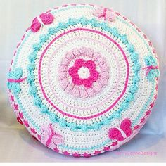 I must admit though it wasn't a very good photo so here's a shot from the front! Lol! @kerryjaynedesigns #crochet #crochetmandala #kerryjaynedesigns #crochetpatterns #crochetbutterfly #crochetpillow #crochetcushion