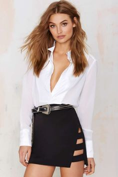 There's nothin' wrong with a little side show and this Nasty Gal Dominion Asymmetrical Skirt is just the structured black taffeta piece to do premier in.
