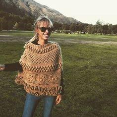 """María Cielo: Los ponchos tejidos de Agostina Bianchi y de """"El Camarín"""""""