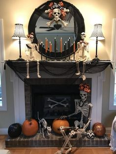 90 Halloween Mantel Decorating Ideas that will spruce up your Fireplace setting - Hike n Dip Need ideas to decorate your Halloween Mantel? Here are best Halloween Mantel Decorating Ideas that will give your Halloweeen decoration a new dimension. Halloween Fireplace, Casa Halloween, Theme Halloween, Halloween Home Decor, Halloween 2019, Diy Halloween Decorations, Holidays Halloween, Halloween Crafts, Happy Halloween