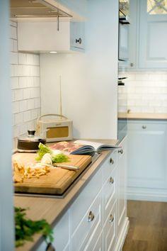 Sigdal kjøkken - Herregaard Shaker Kitchen Cart, Kitchen Utensils, Kitchen Cabinets, Room Decor, Future, Interior Design, House, Inspiration, Diy Kitchen Appliances