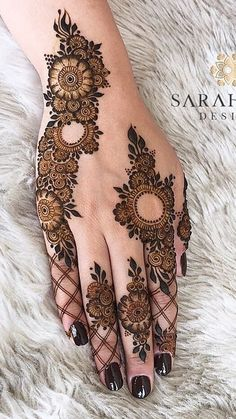 Mehndi Designs: Simple And Easy Henna Henna Hand Designs, Modern Henna Designs, Mehndi Designs Finger, Khafif Mehndi Design, Floral Henna Designs, Mehndi Designs For Girls, Mehndi Designs For Beginners, Mehndi Design Photos, Wedding Mehndi Designs