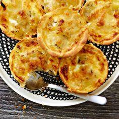 Peruna-juustopiiraat   Leivonnaiset   Yhteishyvä Cauliflower, Nom Nom, Healthy Recipes, Healthy Food, Snacks, Baking, Vegetables, Drinks, Healthy Foods