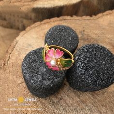 Be trendy by wearing this 22 kt gold ring beautified with floral design. Latest Gold Ring Designs, Gold Rings Online, Gold Rings Jewelry, Thimble, Druzy Ring, Floral Design, Finger, Japanese, Jewels
