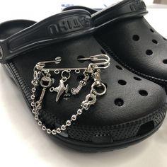 Punk Shoes, Swag Shoes, Bling Shoes, Cute Shoes Flats, Crocs Shoes, Cool Crocs, Creepy Cute Fashion, Crocs Fashion, Croc Charms