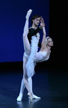 Pas De Deux. Her leg extension is amazing! #ballet