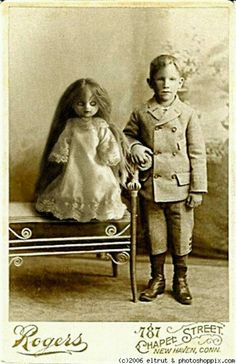 Creepy Dolls ~Facing My Fear.Terrified of dolls! Vintage Pictures, Old Pictures, Old Photos, Photo Halloween, Vintage Halloween, Victorian Halloween, Halloween Horror, Creepy Vintage, Scary Dolls