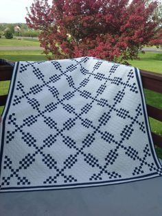 Donna is the quilter's name. Is this not fabulous!!!! Saw this on Country Threads' 2014 UFO challenge pinterest pages.
