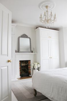 Home Tour - A Victorian Home with a Modern Edge Modern Victorian Bedroom, Victorian Terrace Interior, Parisian Bedroom, Victorian House Interiors, Victorian Homes, Modern Bedroom, Edwardian House, Master Bedroom, Bedroom Built In Wardrobe