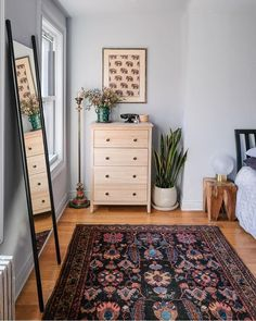 Opt for vintage rugs and green thumb touches a la Room Sauce's boho babe bedroom. - Opt for vintage rugs and green thumb touches a la Room Sauce's boho babe bedroom details Luxury Furniture, Home Furniture, Cheap Furniture, Bedroom Furniture, Furniture Dolly, Furniture Stores, Furniture Cleaning, Furniture Websites, Inexpensive Furniture