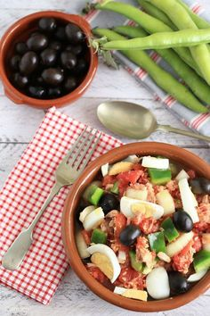 Ensalada Murciana: Murcia salad of tuna, tomatoes, egg and olives. Fish Recipes, New Recipes, Salad Recipes, Vegetarian Recipes, Dinner Recipes, Favorite Recipes, Healthy Recipes, South American Dishes, Spanish Food