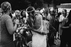 Bouquet toss with emotions. Wedding reportage by A Tale of two Hearts