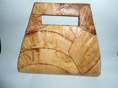 Bolsa de Mão confeccionada com caixa tetra pak e filtro de café.