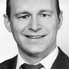 Die Köpfe hinter OneBiz -Tobias Knoof http://tweuropa.onebiz.com/de/ueber-uns Tobias Knoof (Jahrgang 1977) ist einer der Top-Strategen der nationalen Marketingbranche, Autor der TrafficPrisma-Serie und von HypnoticMind sowie bekannter #Traffic #Experte mit über 5.000 Kunden im deutschsprachigen Raum. Sein beliebter Marketing-#Blog Digitale-Infoprodukte.de schaffte es innerhalb von nur 2 Jahren nach Start zu den 1.000 trafficstärksten Websites in Deutschland zu zählen