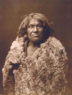 This web page has an unusual photograph of Espon Unzo Owa, Mohave man, half-length portrait, facing front, and a nice collection of historic photos. Native American Beauty, American Spirit, Native American History, Native American Indians, Impressive Image, Native Indian, Native Art, Southwest Art, First Nations